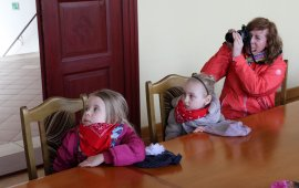 Żabki iBiedronki zprzedszkola wLipce odwiedziły starostwo